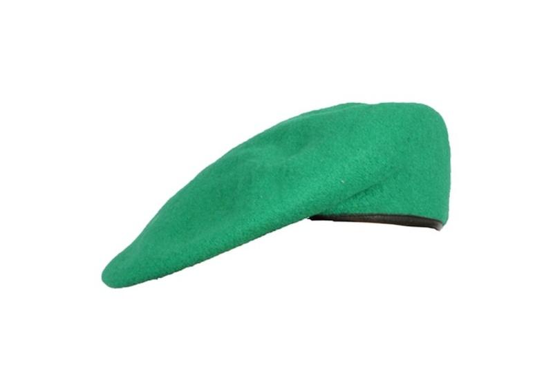 baret barevný nový - světle zelený baret tmavě světle zelený originál používaný AČR baret má kožený okraj ve kterém je protažena šňůrka na ztažení složení: vrchní materiál 100% vlna